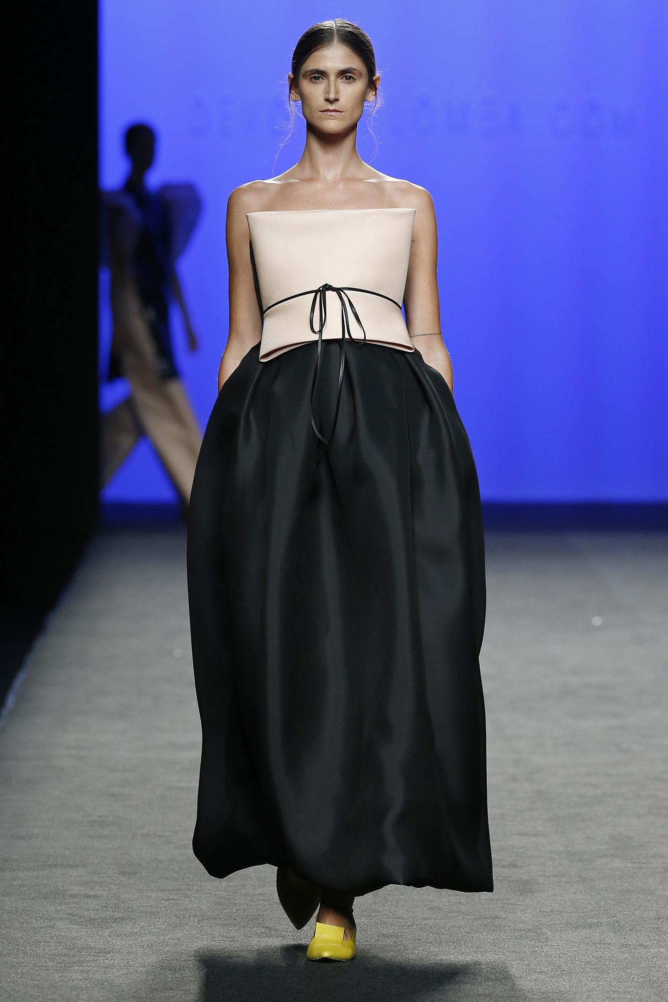 Vestido organza de seda negro rosa