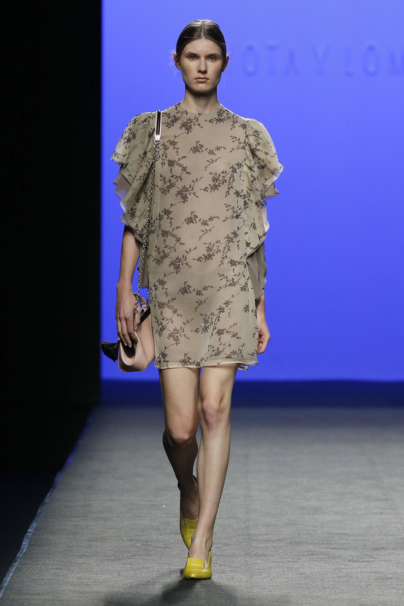 Vestido corto de seda estampada