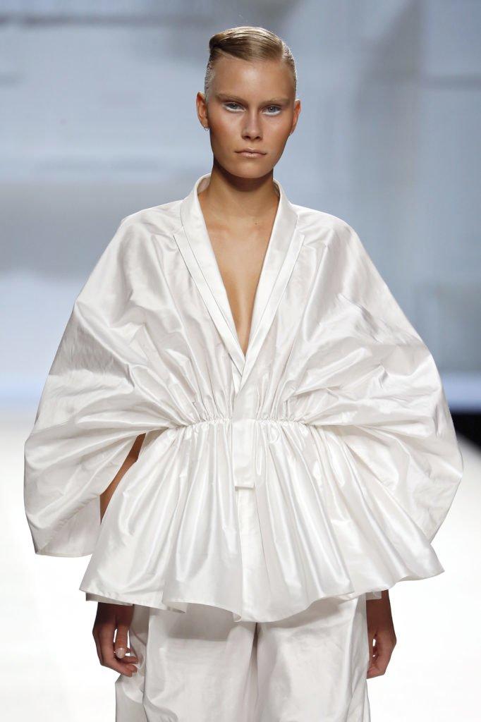 Blusón entallado blanco