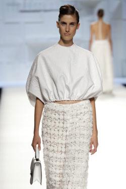 Blusa blanca fruncida cintura