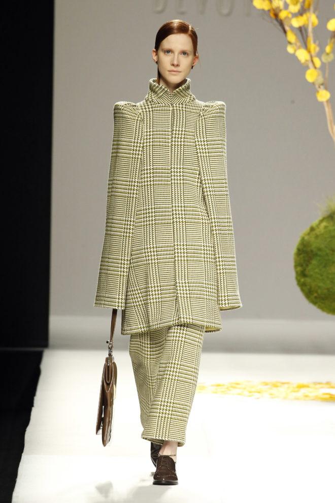 Abrigo largo mangas estructuradas