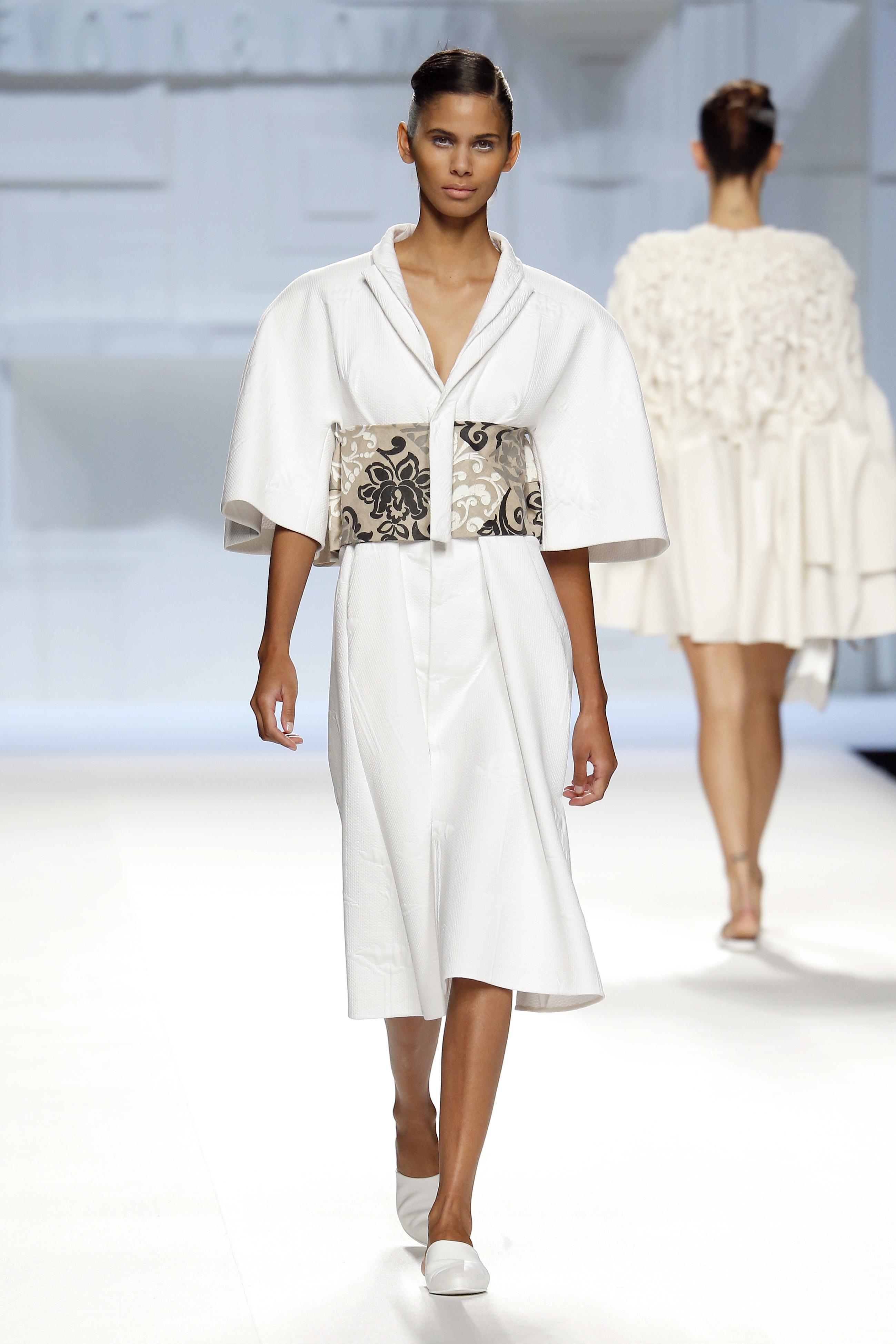 Vestido blanco mangas japonesas